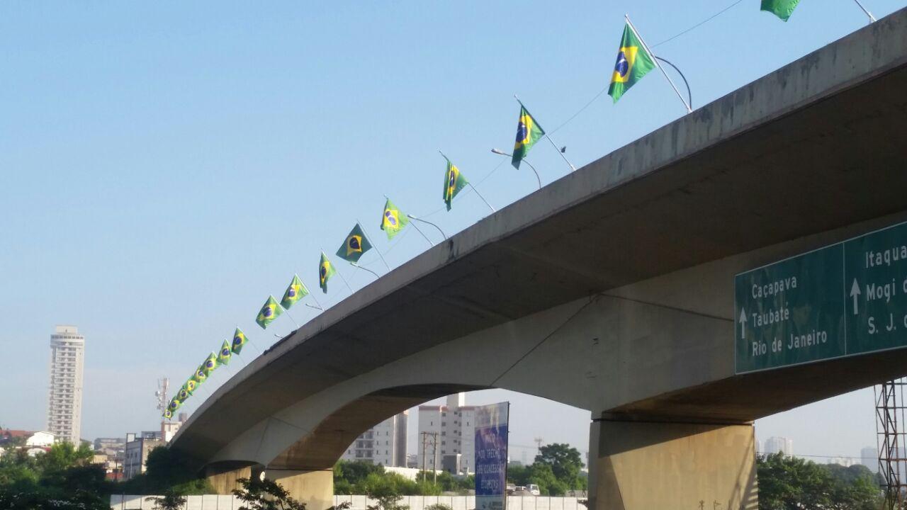 Ponte Imigrante Nordestino recebeu 40 bandeiras nacionais